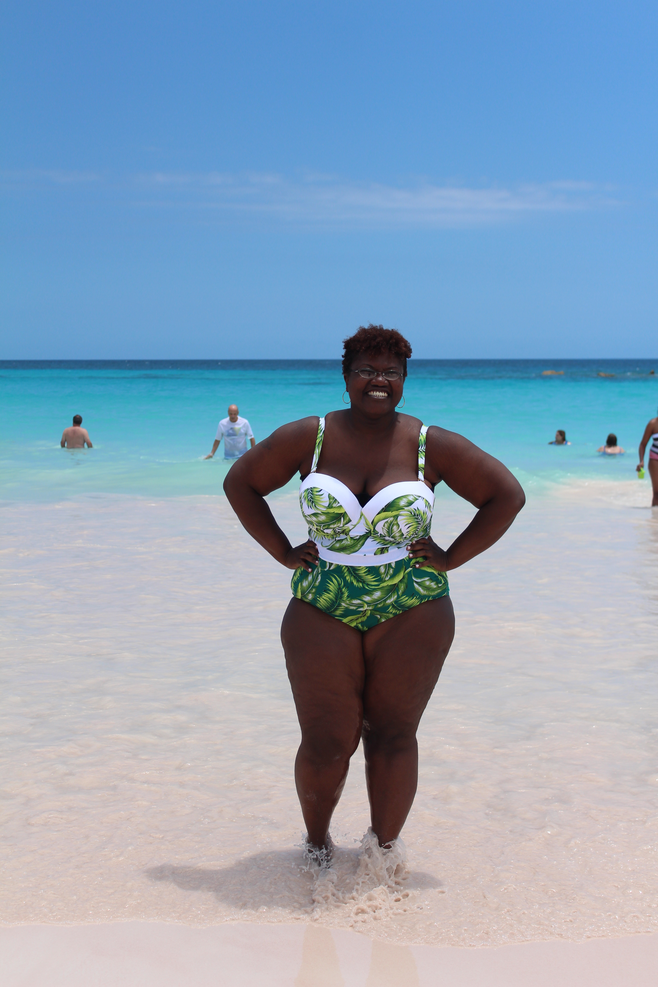 curvy, curvy women, curvy girls, curvy swimwear, plus size swimwear, plus size bathing suits, one piece plus size bathing suits, palm print bathing suits, palm prints, grown and curvy woman, grown and curvy woman blog,  plus size fashion, summer trends, plus size blogger, plus size blogs,