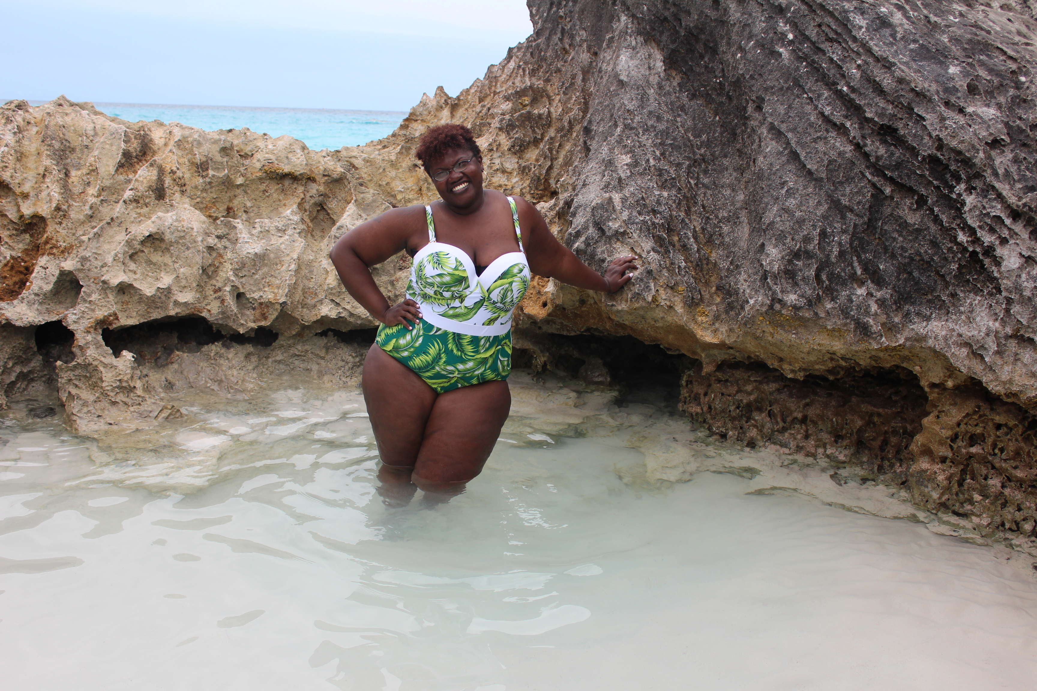 curvy, curvy women, curvy girls, curvy swimwear, plus size swimwear, plus size bathing suits, one piece plus size bathing suits, palm print bathing suits, palm prints, grown and curvy woman, grown and curvy woman blog,  plus size fashion, summer trends, plus size blogger, plus size blogs