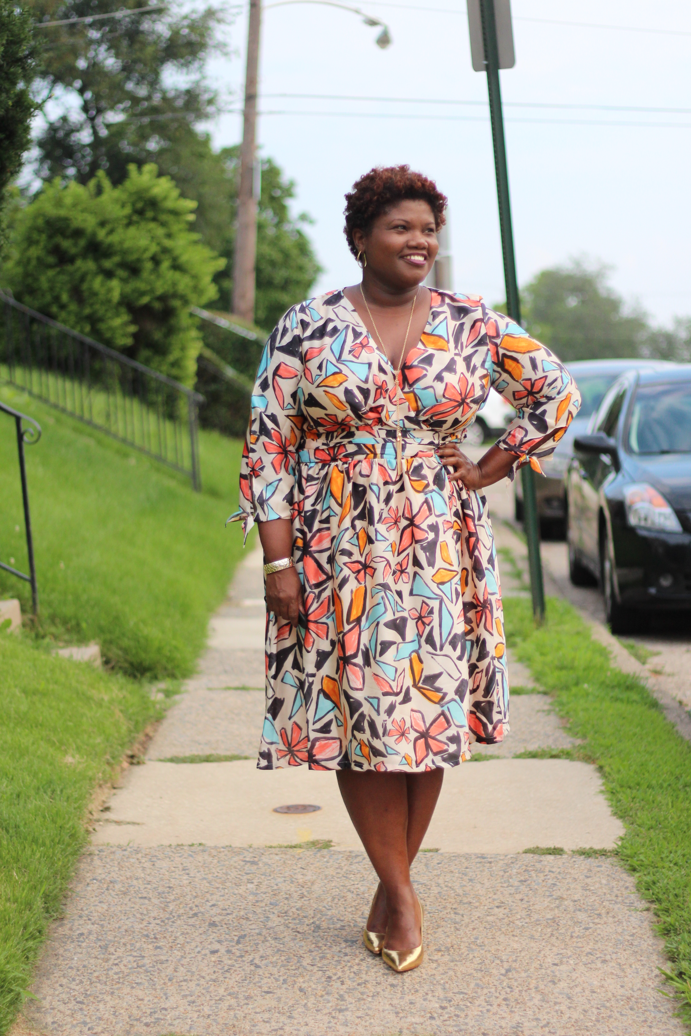 curvy, curvy girls, curvy women, curvy blogs, curvy bloggers, plus size dresses, wrap dresses, eloquii, print, floral print dresses, floral print, grown and curvy woman, grown and curvy woman blog, plus size dresses, plus size blogs, plus size bloggers, fat blogs, fat bloggers