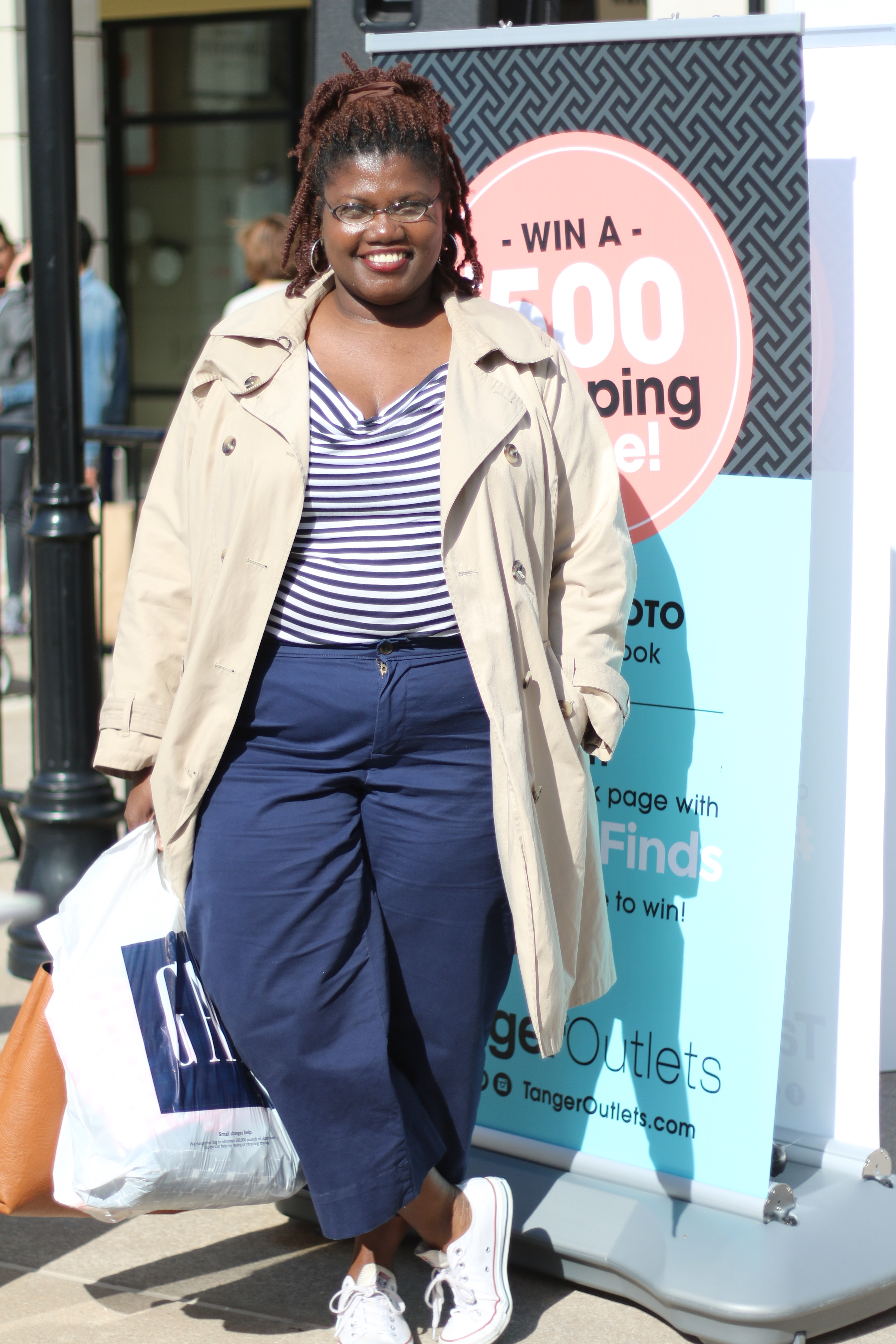 people style watch, people style watch magazine, tanger outlets, tanger outlet deer park, outlets, gap, old navy, plus size blogs, plus size bloggers, plus size, curvy women, curvy blogs, curvy bloggers, curvy girls, shopping, plus size pants, plus size cropped pants, trench coat, london fog, plus size trench coats, stripes, stripe shirts, spring, converse sneakers,