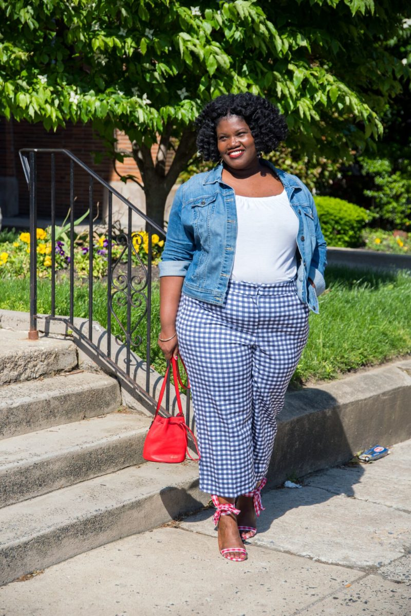 plus size fashion, gingham, gingham trends, gingham pants, cropped pants, wedges, ankle tie wedges, wedges, wedge sandals, plus size bloggers, plus size blogs, curvy, curvy women, curvy bloggers, curvy blogs, mini bucket bags, red bucket bags, plus size cropped pants
