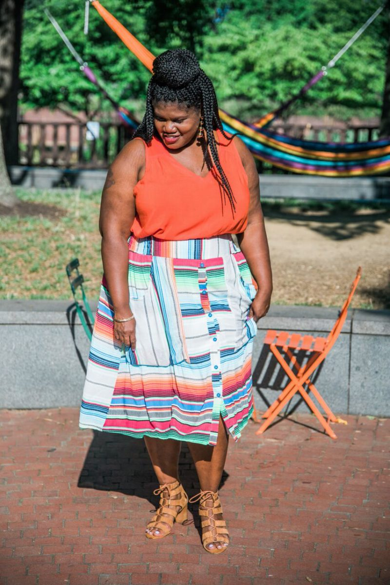 plus size skirt, midi skirt, plus skirt midi skirt, melissa mccarthy skirt, plus size fashion, stripe skirt, plus size stripe skirt, statement earrings, plus size blog, plus size bloggers, curvy, curvy women, curvy bloggers